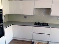 Quartz worktops and glass splash backs in Wimbledon